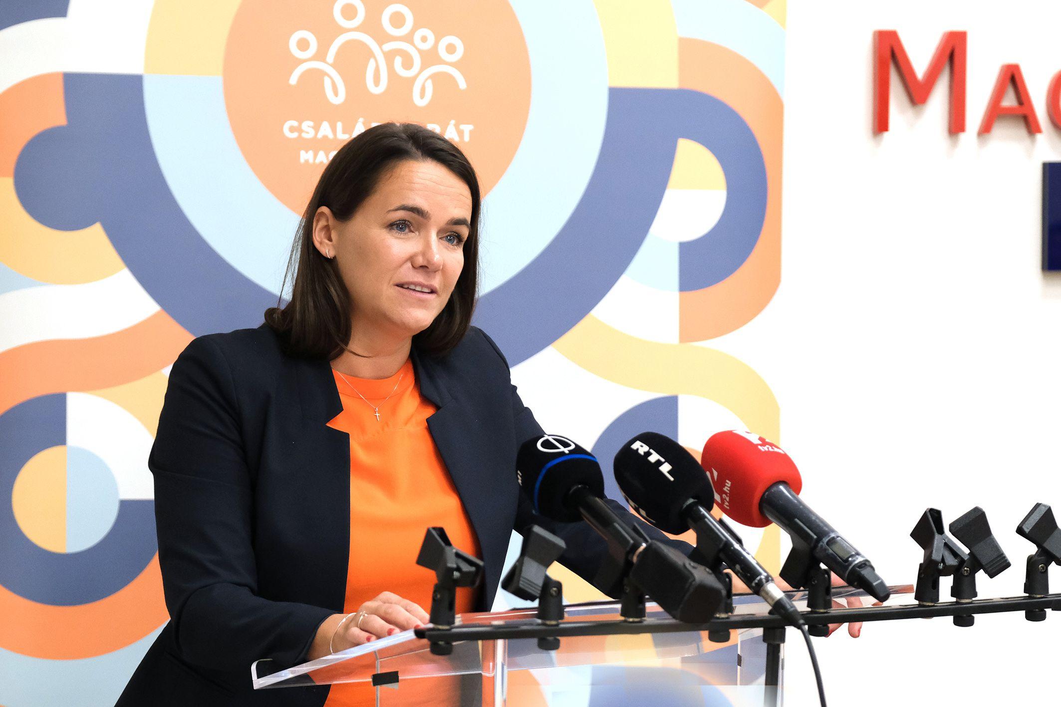 csalad.hu - Mérföldkőhöz érkeztek a családtámogatások – 100 ezer pár  igényelte már a Babavárót